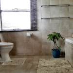 Luxurious bathroom with bathtub/shower combo - TASA Lodge, Midrand Accommodation B&B